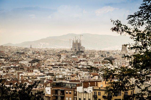 Estudiar medicina en Barcelona: universidades, costes, requisitos y más